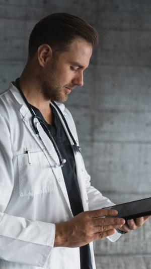 doctor-w-tablet.jpg